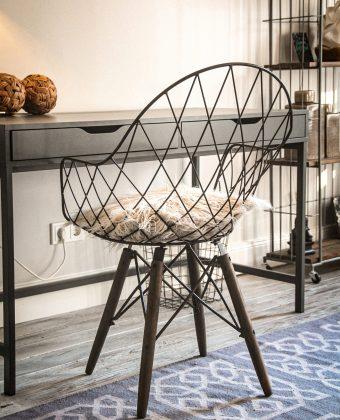 Stuhl vor Arbeitstisch TBY02